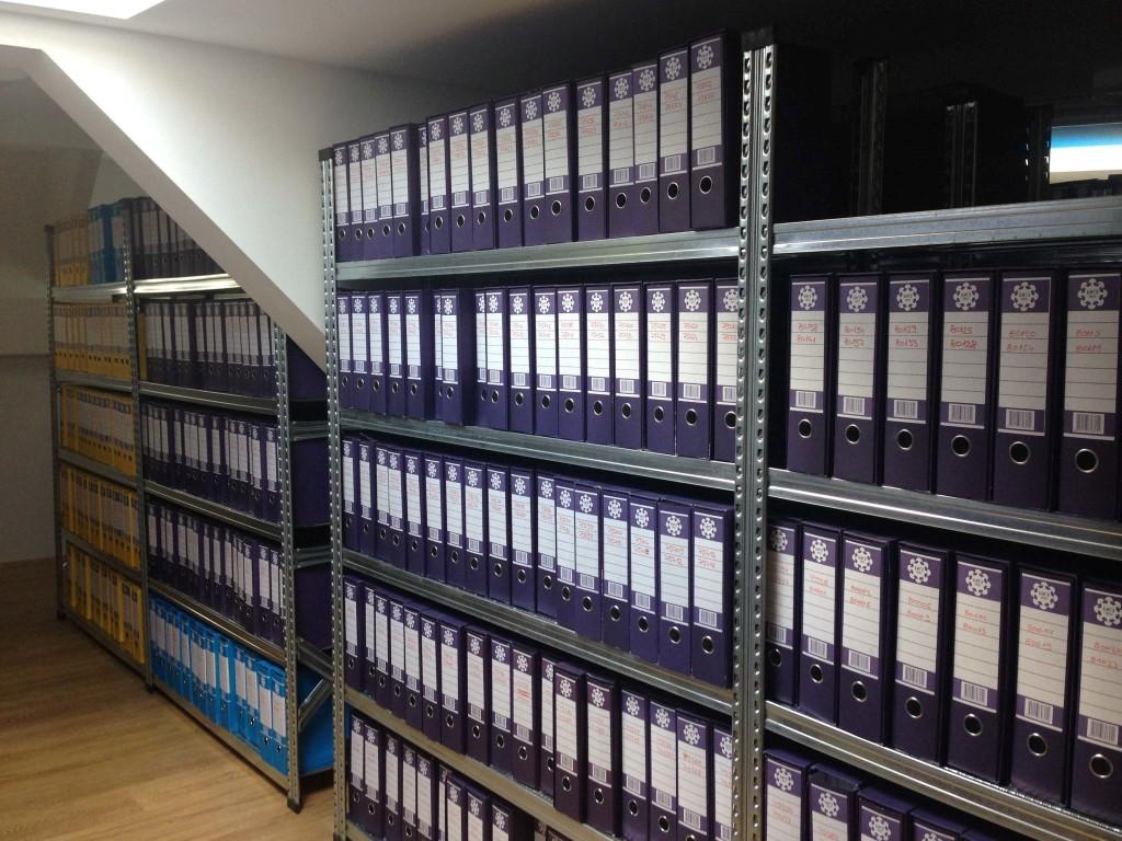 Arhiva opremljena arhivskim metalnim policama Super 123